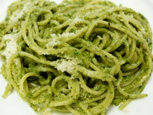 Spaghetti mit frischem Pesto