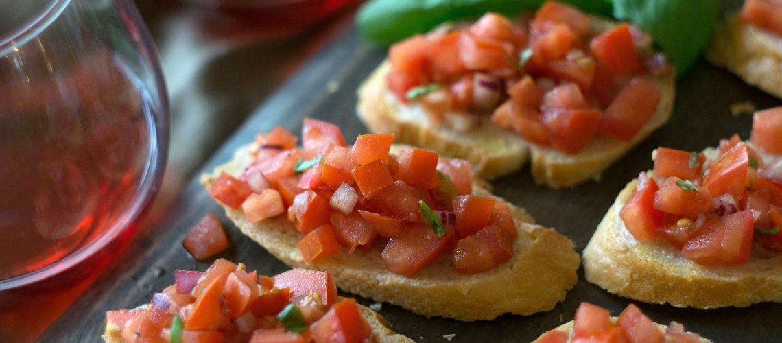 Frische Bruschetta mit Tomate